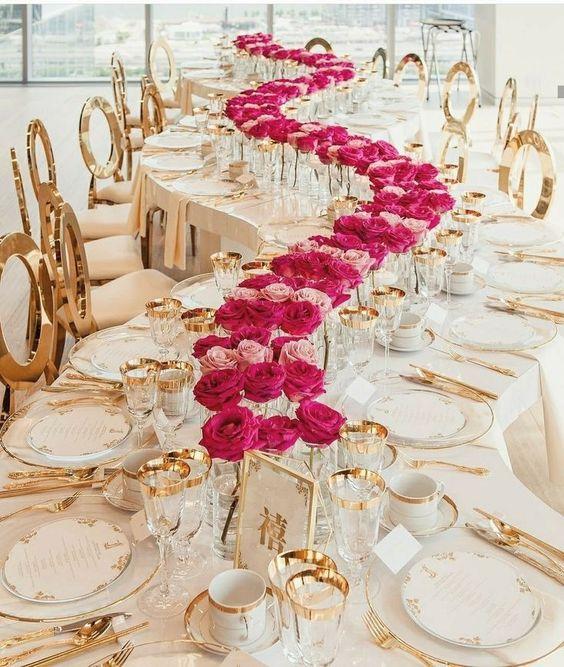 Glamour y color en una mesa con curvas que permite visualizar a tus invitados y que te vean a ti.