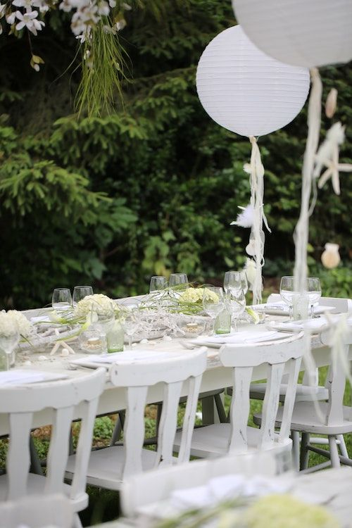 Si solo tienes un par de niños en tu boda, déjalos sentar junto a sus padres. Foto: Katrien Sterckx/BYW @katriensterckx