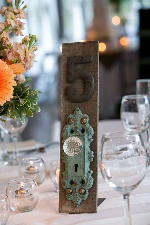 Las bodas vintage pueden lucir originales con números de mesa hechos por ti via labolaweddings.
