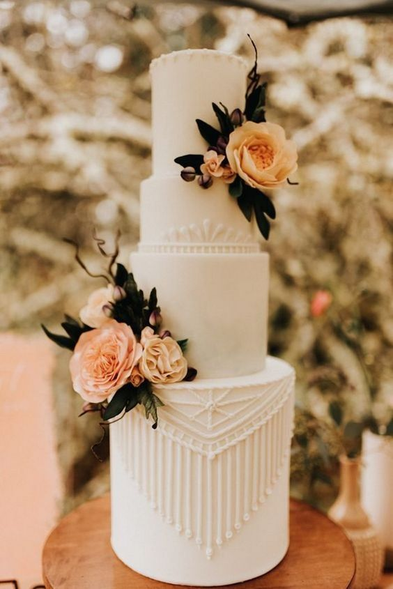 Delicate piping embellishes this magnificent wedding cake that reminds us of a glorious sunset.