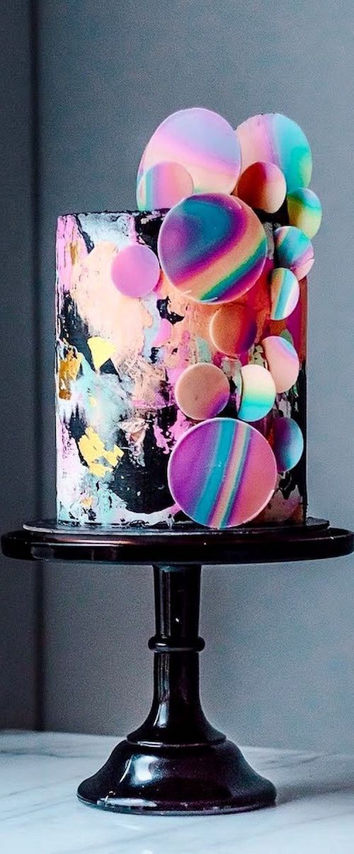 Luxury chocolate and raspberry cake with rainbow colored abstract circles against black. Can you be more trendy than this? By Historias del Ciervo, Colombia.