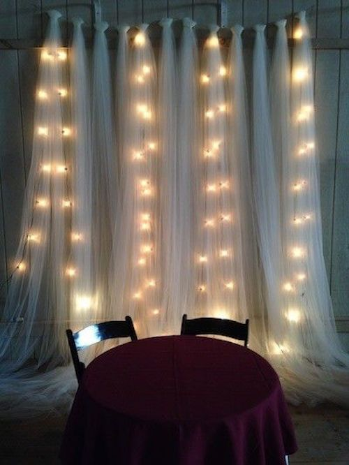 Me encanta la idea de lucecitas de navidad en las bodas. Pueden crear y transformar cualquier tipo de ambiente en algo festivo o elegante y mágico.