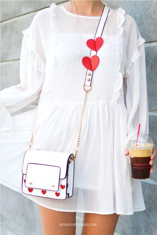 Una idea adorable: lleva unos corazones para adherir como stickers antes de tu cita.