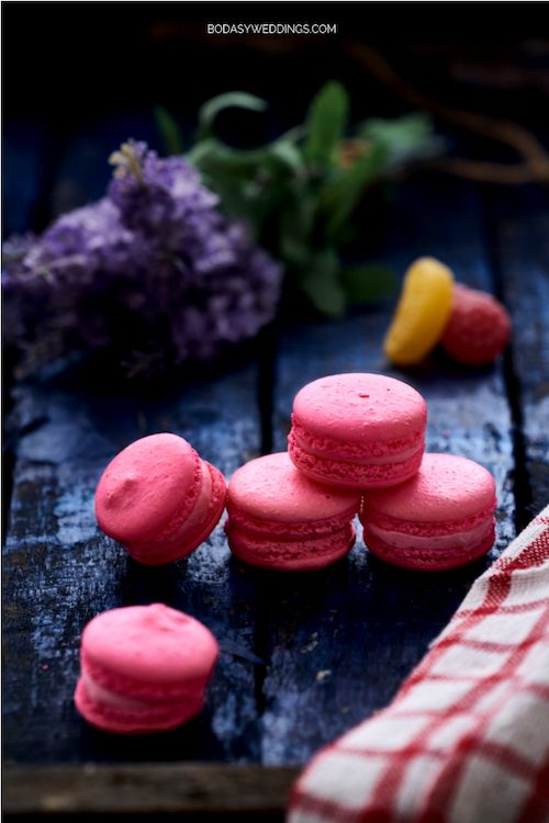 Es el día de los enamorados, ¿porqué no regalarle unos deliciosos macarons en rosa?
