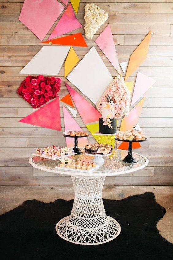 Fondo colorido y geométrico para tu mesa de dulces.