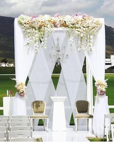 Gazebo decorado como fondo de bodas por valdevie estate planner.