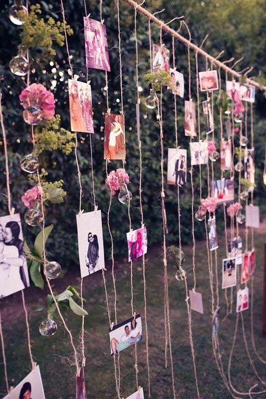Ideas de backdrops para bodas originales para hacer tu misma. Precisarás hilo sisal, claveles, lámparas y fotografías para contar tu historia de amor.