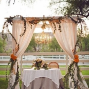 Esta mesa de novios es un sueño. Duke Photography en el Hummingbird Nest Ranch, Simi Valley, Santa Susana, CA.