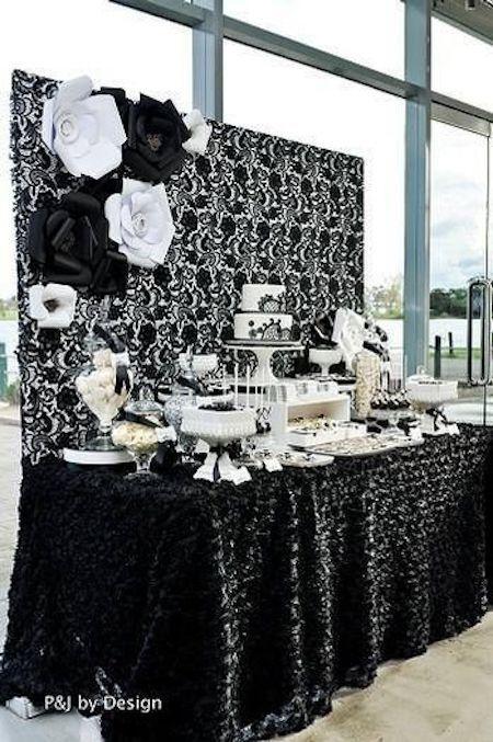 Elegante mesa de postres en blanco y negro, con detalles de lujo. p&j by design.