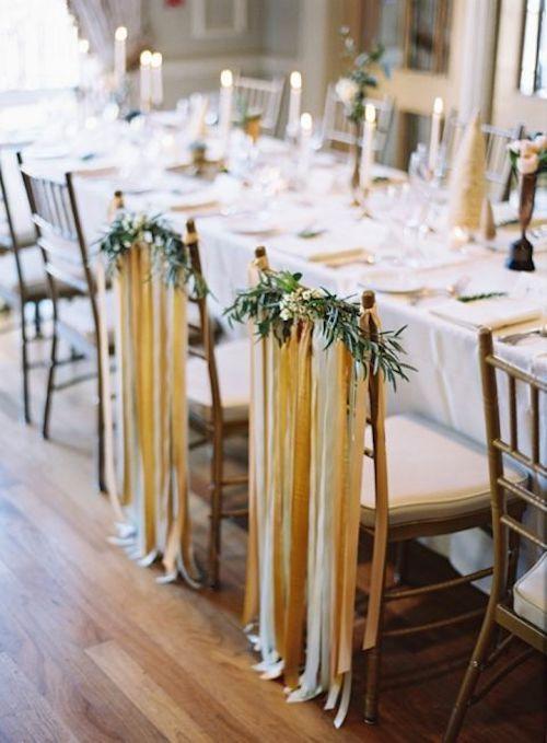 Decoración de sillas para la ambientación de mesas de novios.