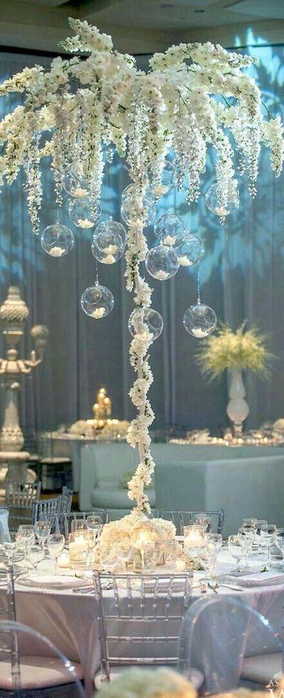 Planea tu boda en invierno y juega con impresionantes detalles en blanco.