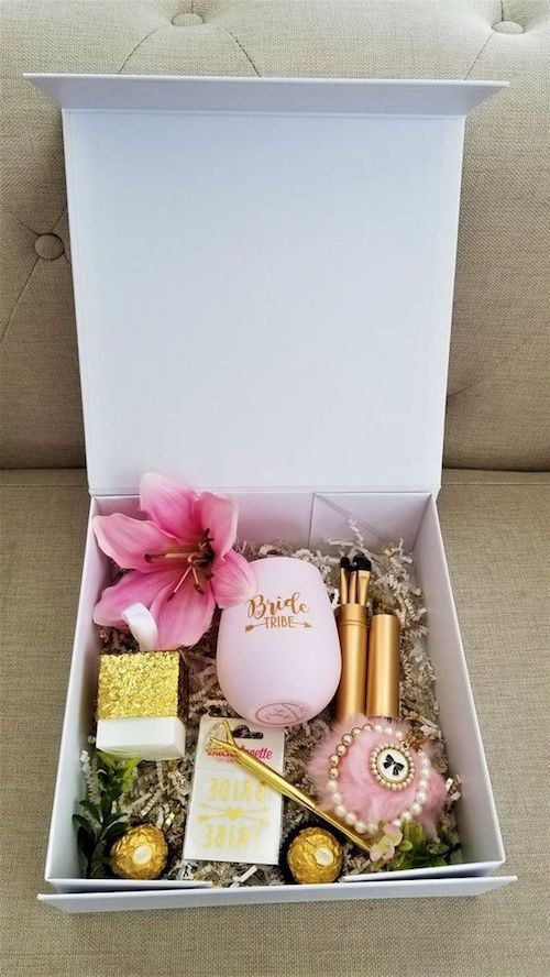 "How can she say no to you with this ""Will you be my bridesmaid"" gift box?"