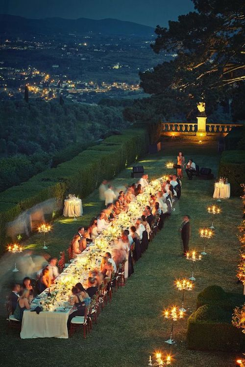 Un casamiento con vistas panorámicas extraordinarias. El lugar: Villa Gamberaia cerca de Florencia, Italia.