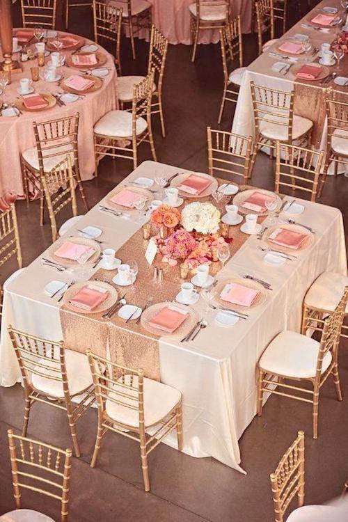 Esta pareja celebró su ceremonia en una mansion antigua. Seguida de una recepción en dorado y blush en una galería de arte de Alberta. Foto: Eternal Reflections Photography.