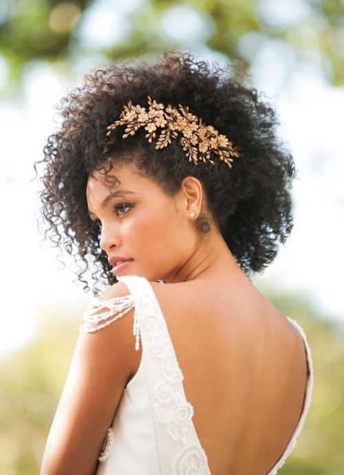 Show off your curls and let them frame your beautiful face. The accessory really brings it all together.