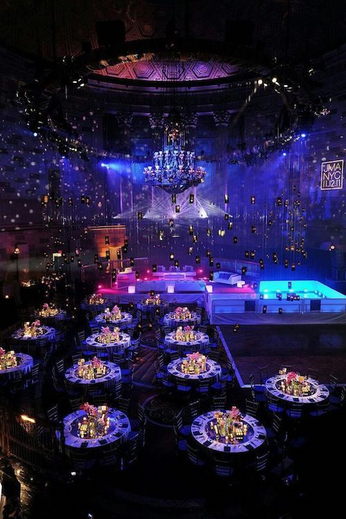 Want to turn your dance floor into the most memorable one ever? Pick a theme for the lights. This one is galaxia. Let's have fun!