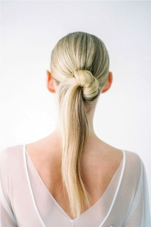Trendy and architectural half-bun half-ponytail wedding hairstyles for your inspiration.