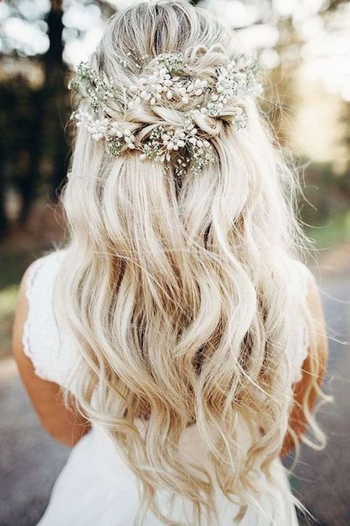 Loose and braided bridal hairstyle and an accessory to match. Tempted?