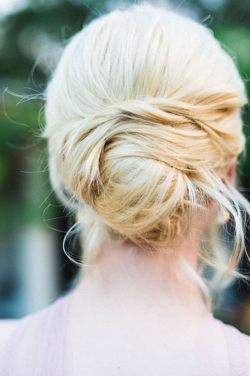 Loose bridal bun hairstyle for the trendy bride.