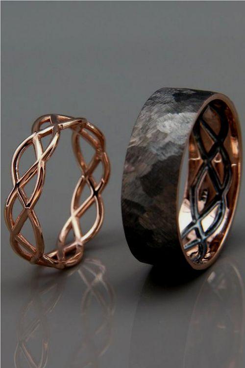 Un set de anillos muy original con inspiración céltica en oro 14K de Averie Jewelry en Tel Aviv, Israel.