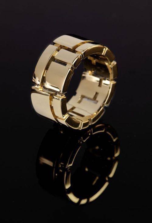 Un diseño moderno de anillo de boda y uno de nuestros favoritos. Cubismo de Stefano Canturi.